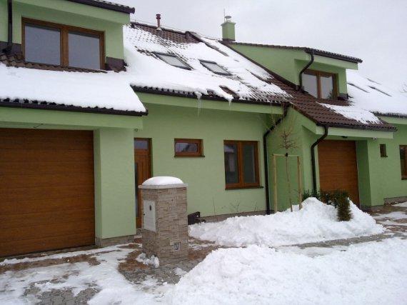 Bývanie pod lesom Moravany nad Váhom 16 Rodinných domov.