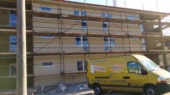 Plastové okná na bytovom dome Drahovce