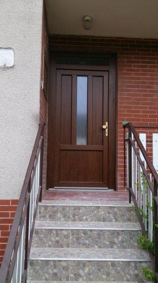 Vchodové dvere RD Pobedím