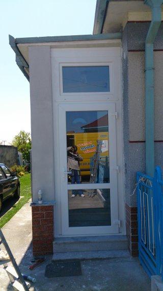 Vchodové dvere -zádverie RD Pobedím