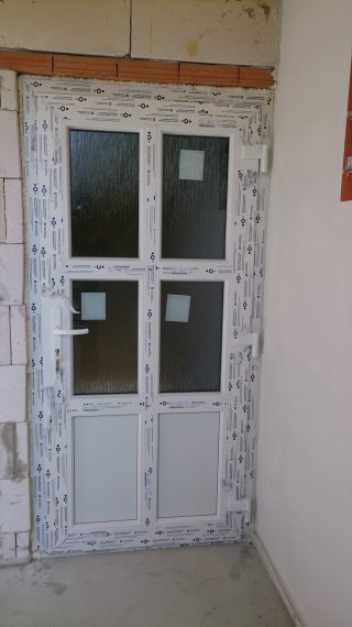 Plastové vchodové dvere rodinný dom Pobedím