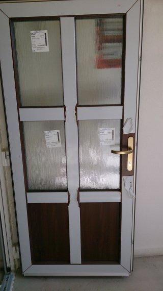 Plastové vchodové dvere Pobedím